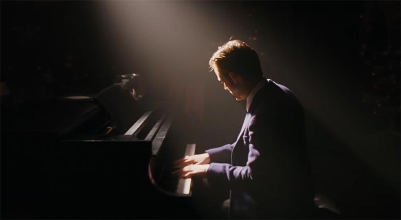 Play me a song, Piano Man